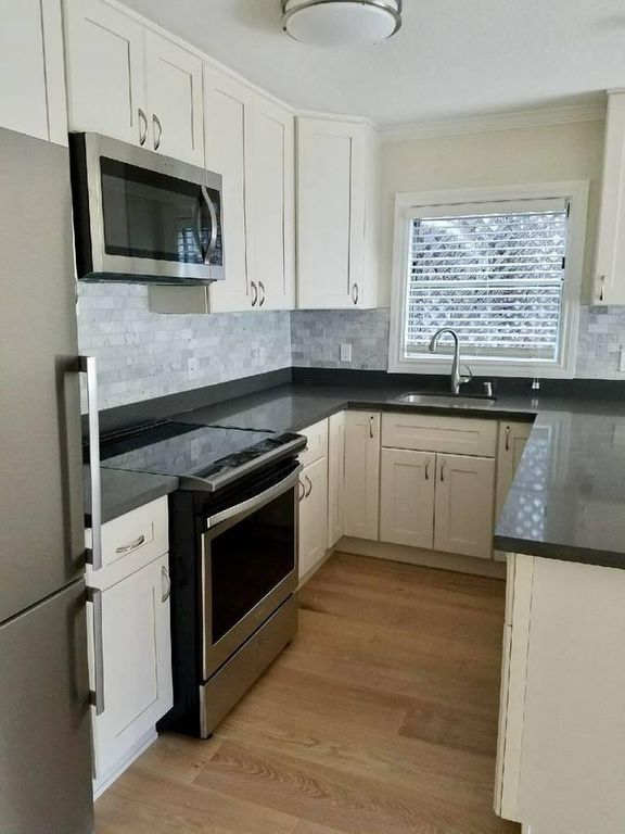 315 Hanover, Oakland, California, United States 94606, 3 Bedrooms Bedrooms, ,1 BathroomBathrooms,Apartment,Three Bedroom,Hanover,1774
