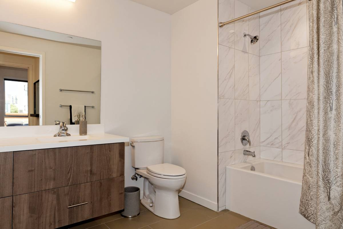 528 Thomas L. Berkley Wy., Oakland, California, United States 94612, 1 Bedroom Bedrooms, ,1 BathroomBathrooms,Apartment,One Bedroom,Thomas L. Berkley Wy.,1799